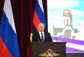 Президент РФ поддержал идею закрепить особое отношение к детям на уровне Конституции